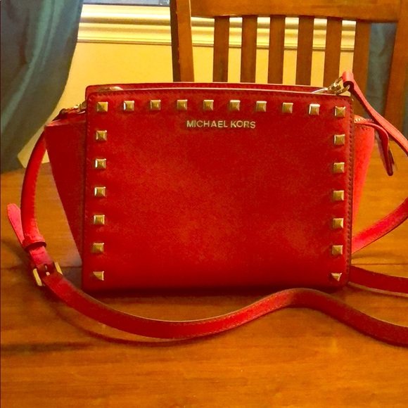Michael Kors Handbags - Michael Kors cross body purse